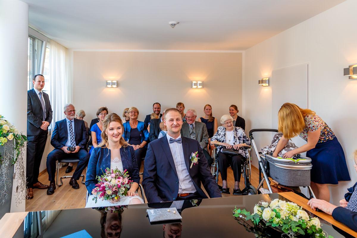 Trauung Im Schloss Reinbek Brautpaar Und Gaste Hochzeitsfotograf